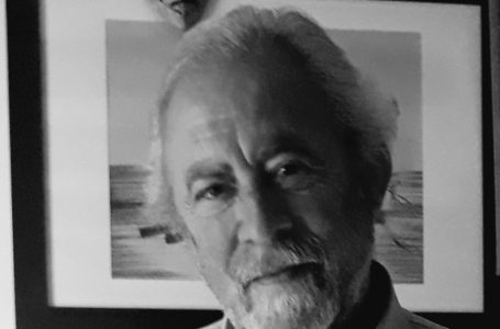 El escritor Eduardo Toral pide explicaciones por los cortes de luz a Iberdrola Clientes