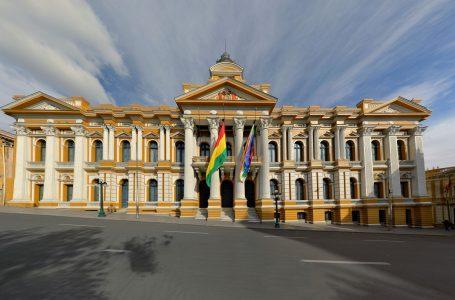 Los médicos bolivianos de la COMUSAV festejan la aprobación de la ley del dióxido de cloro en La Paz, Bolivia