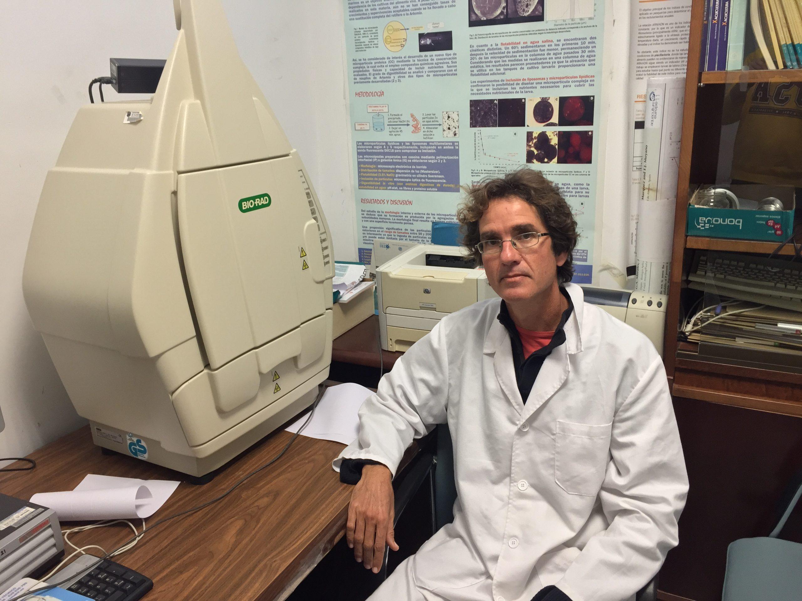 """Dr. Pablo Campra: """"Lo que se ha visto en ensayos publicados es que el dióxido de cloro oxida gran cantidad de virus. Las placas se quedan al 99%. Los mata a todos. Entonces eso es probable que también actúe en plasma"""""""