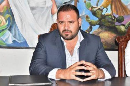 A Jonathan Ávalos, alcalde mejicano de Madero, le pueden caer 16 años de prisión por distribuir dióxido de cloro entre la población infectada de coronavirus.